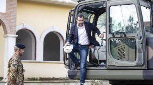 Salvini sulla ruspa per abbattere la villa dei Casamonica